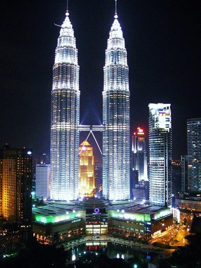 Petronas-Towers-2016