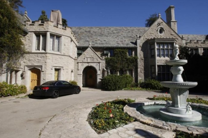 the-playboy-mansion-in-los-angeles