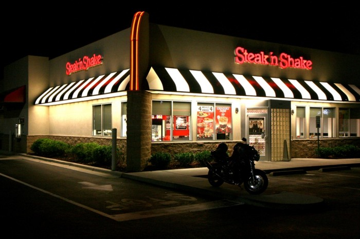 2011-06-21_Raleigh_Steak-n-Shake_at_night