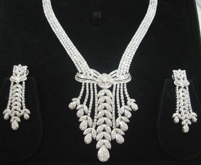 Diamond-Jewellery-Necklace-for-Wedding