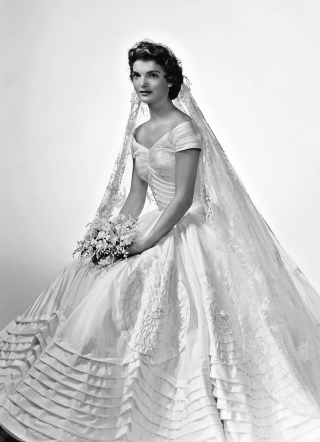 Top 10 best celebrity wedding dresses topteny 2015 for Jackie kennedy wedding dress