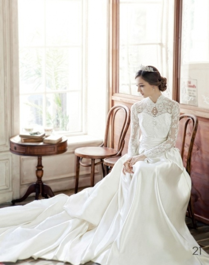 Modest Lace Wedding Dress Online 2012 with Long Sleeve