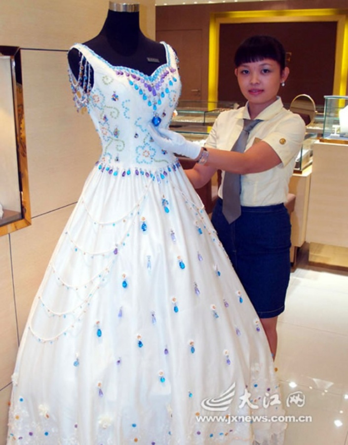 Most-Expensive-Wedding-Dresses-Wedding-dress-bearing-9999-karats-of-gems