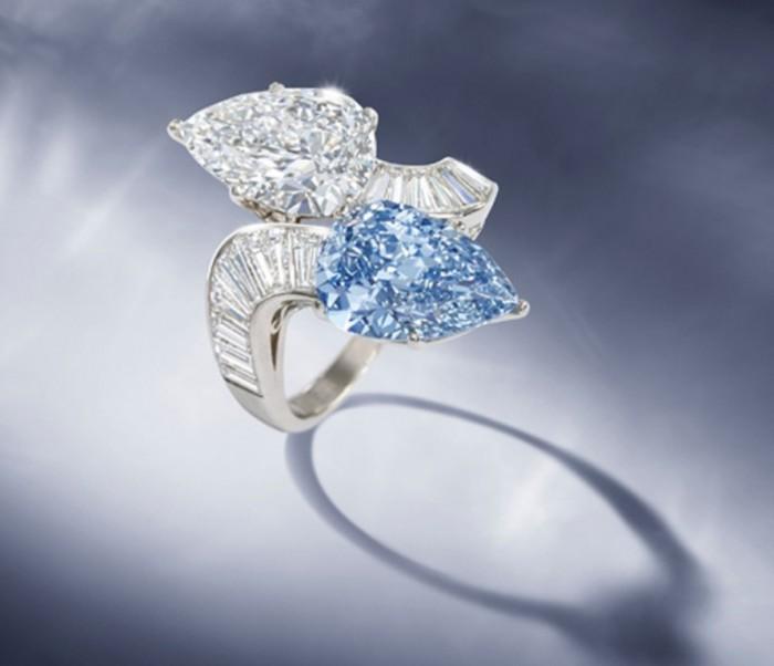 Rare-Bvlgari-Blue-Diamond-Ring