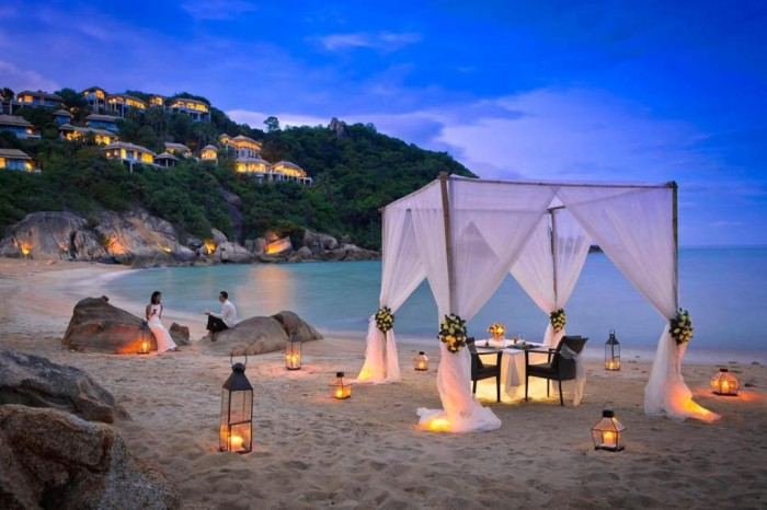 Romantic_Dinner_Beach_Lanterns_Canopy_f