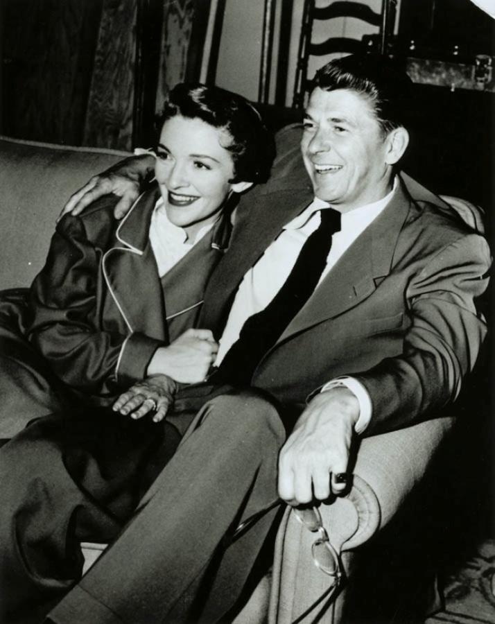 Ronald_and_Nancy_Reagan_1953