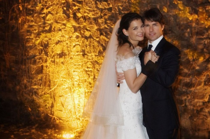 Tom-Cruise-and-Katie-Holmes-pose-together-at-Castello-Odescalchi-on-their-wedding-day-November-18-2006-in-Bracciano-near-Rome-Italy-1131186