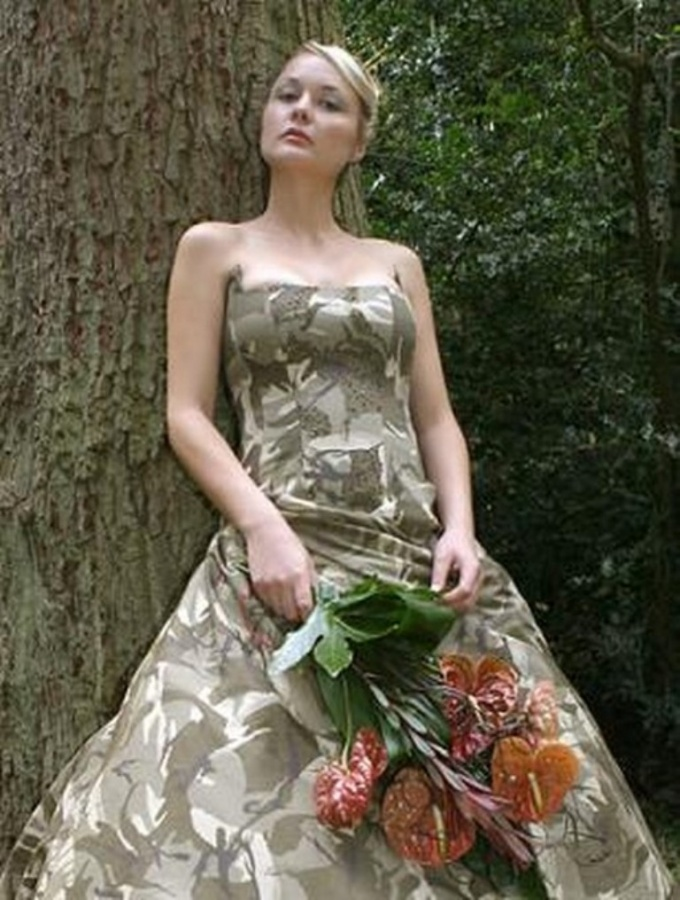 Unique-Camo-Wedding-Dresses-with-green-dominant-color-1