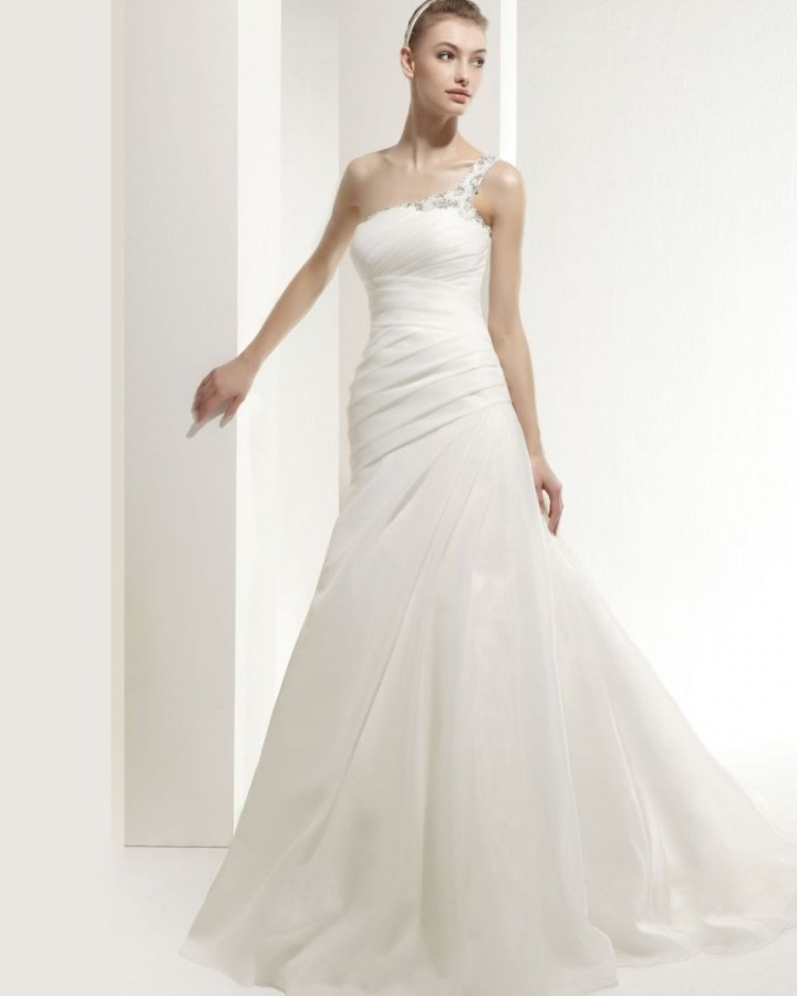 Wedding-Dresses-2014-RCW0082