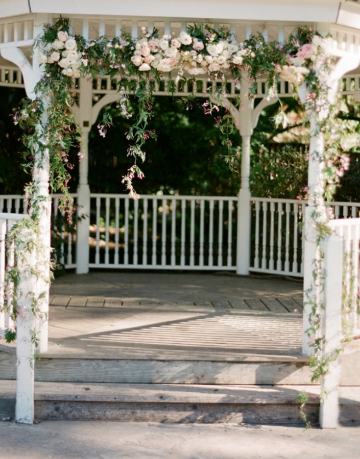 Wedding-Gazebo-With-Flower-Garland