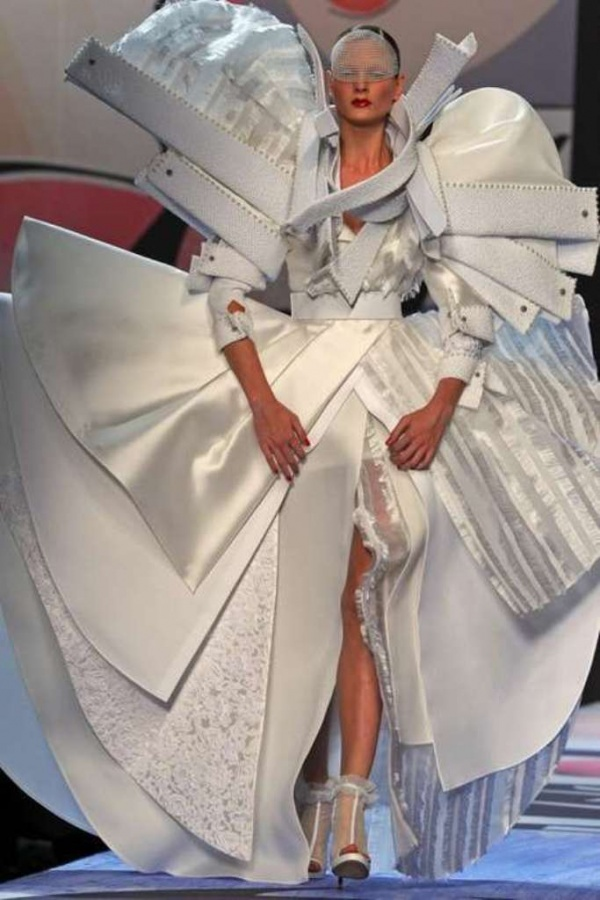 avant-garde-spring-wedding-dress-1