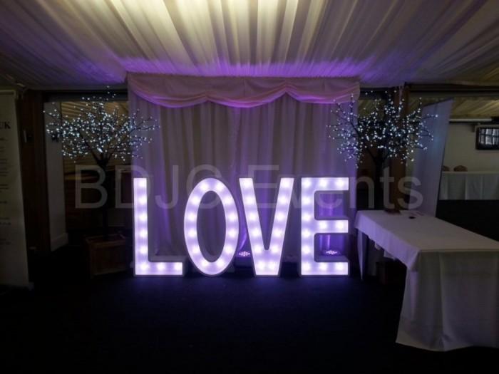 giant_light_up_wedding_love_letters01