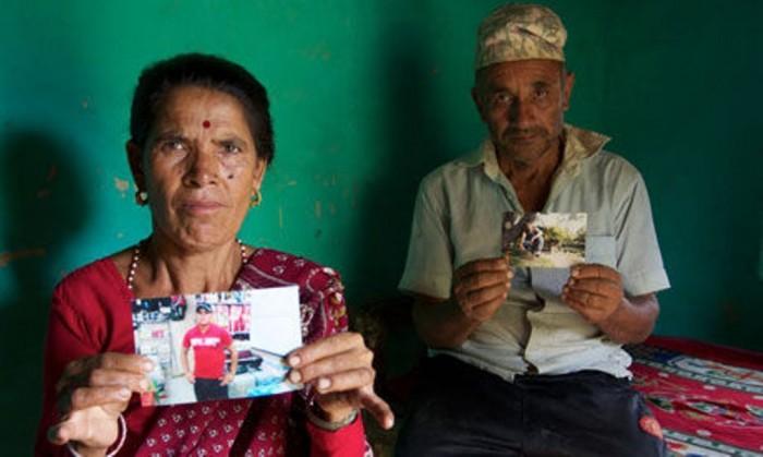 grieving_parents_Nepal_007