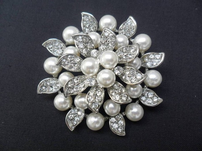 original_vintage-style-diamante-pearl-brooch