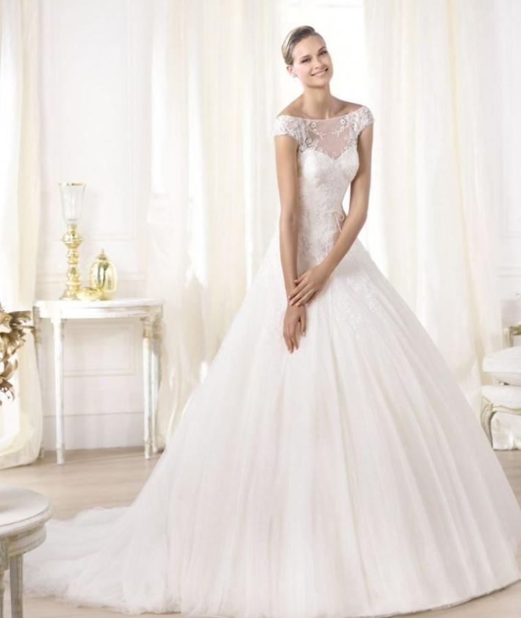 pronovias-wedding-dress-pre-2014-glamour-bridal-collection-leonela__full