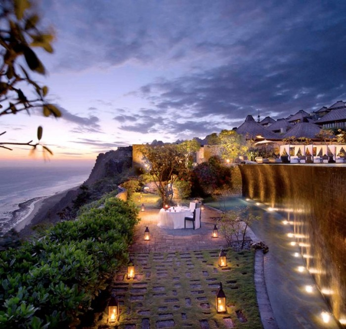 romantic-dinner-at-the-lower-pool-cliff