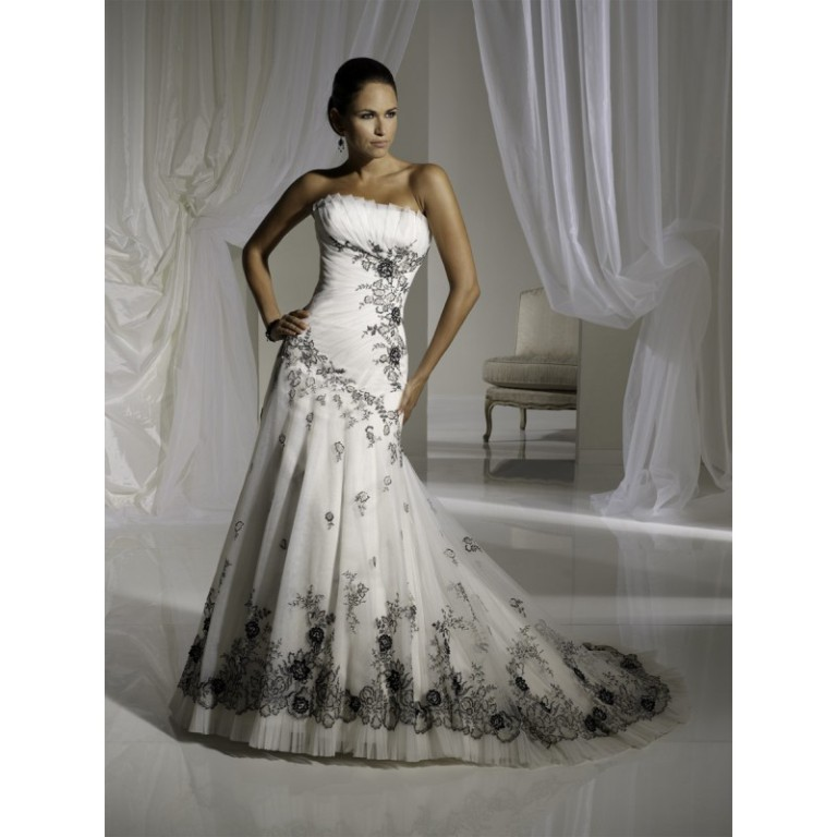 romantic-gothic-black-and-white-corset-wedding-gowns-strapless-with-embroidery