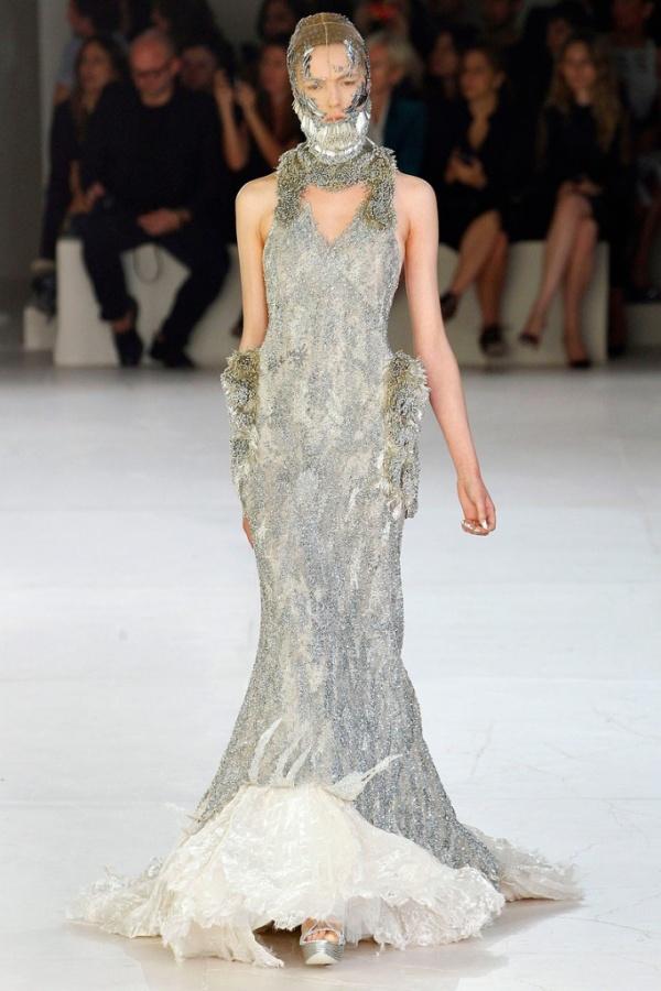 wedding-dress-elegant-guest-dress-silver-beaded-alexander-mcqueen-spring-wedding-dress-elegant-romantic-wedding-dress-design