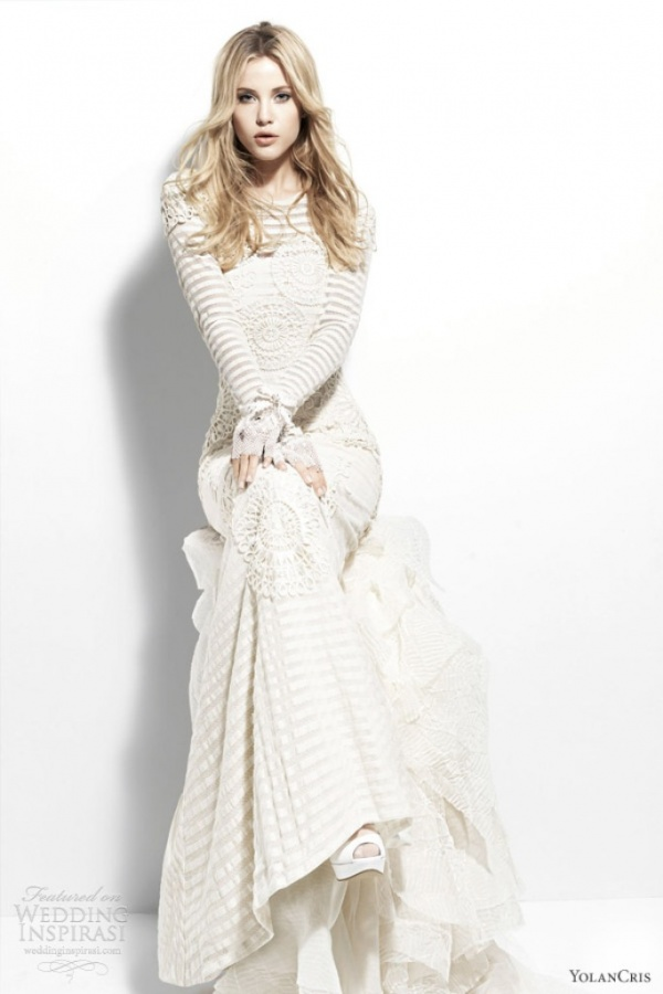 yolan-cris-2013-chelsea-escocia-long-sleeve-striped-wedding-dress