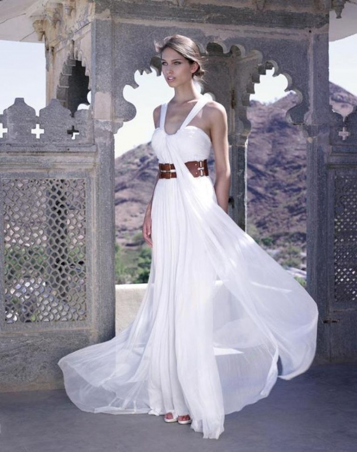 Top 10 wedding dress designers topteny 2015 for Famous wedding dress designers