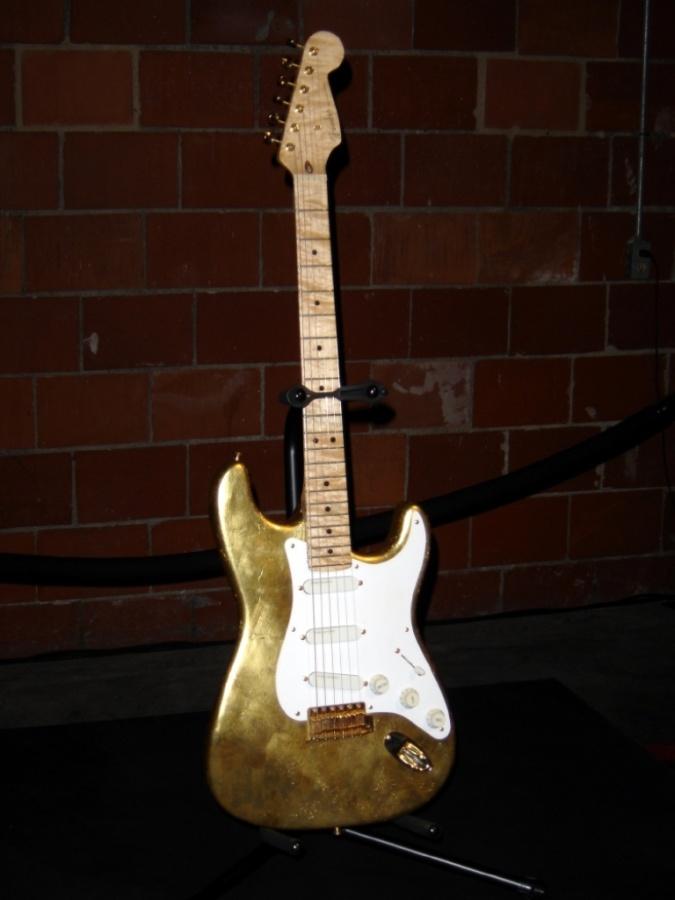 Clapton Gold Leaf Stratocaster DSC00141 LW
