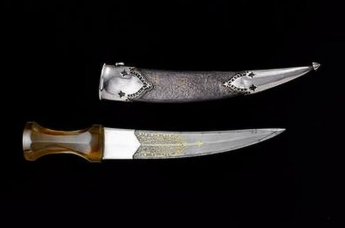 Mughal emperor, Shah Jahan's gold dagger .