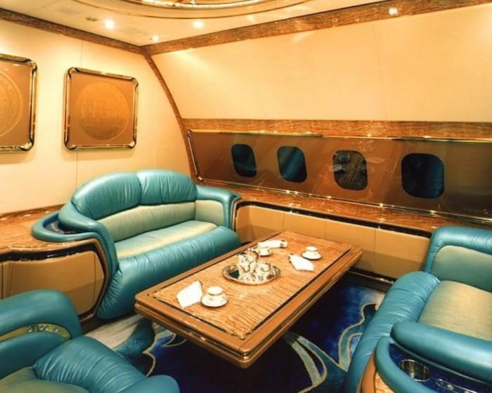 Boeing 747-430.