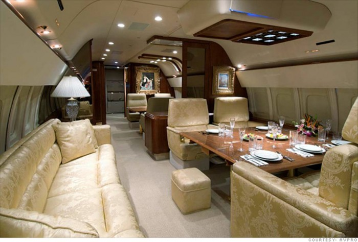 donald-trump-jet-dining-room