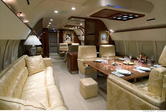 donald-trump-jet-dining-room