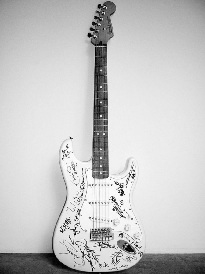 reach-out-to-asia-fender-stratocaster