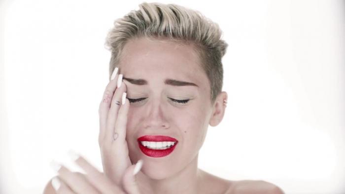Miley-Wrecking-Ball-2