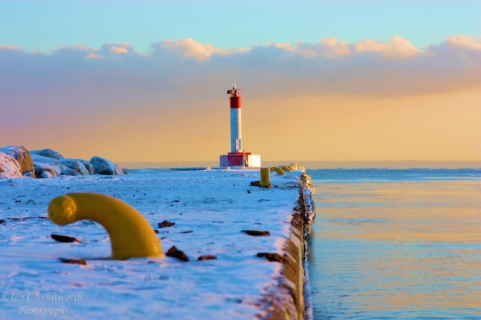 Oakville-Lighthouse-Pier-Sunset-in-the-Winter