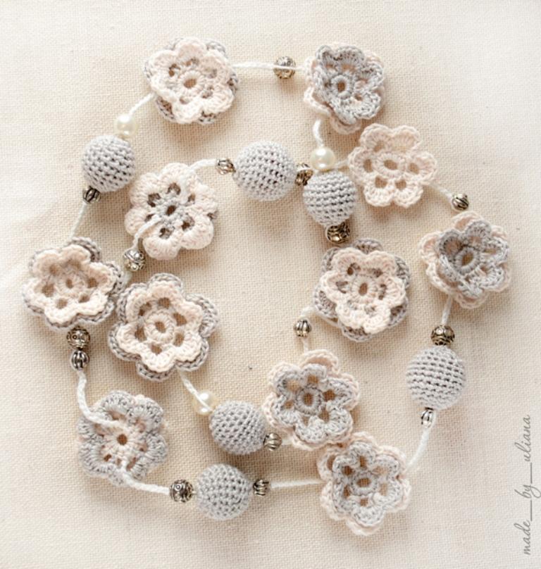 crochet-necklace-in-flower-style