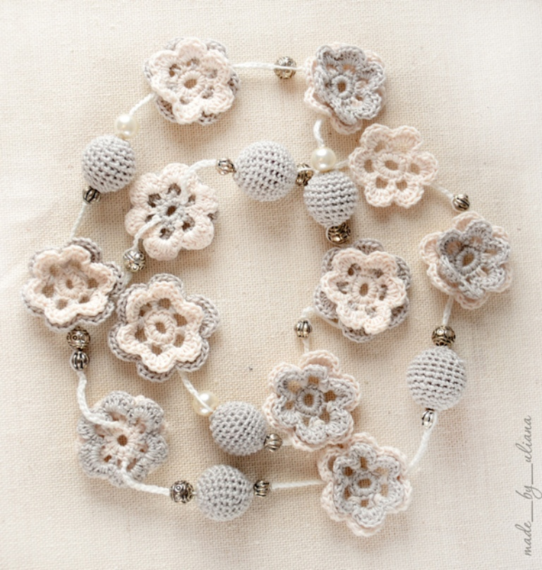 crochet-necklace-in-flower-style