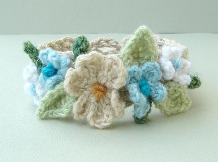 crochet_bracelet_aqua_by_meekssandygirl-d3le893