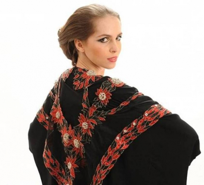 Debbie winghams abaya with most expensive red diamond jgbhg for Famous british designers