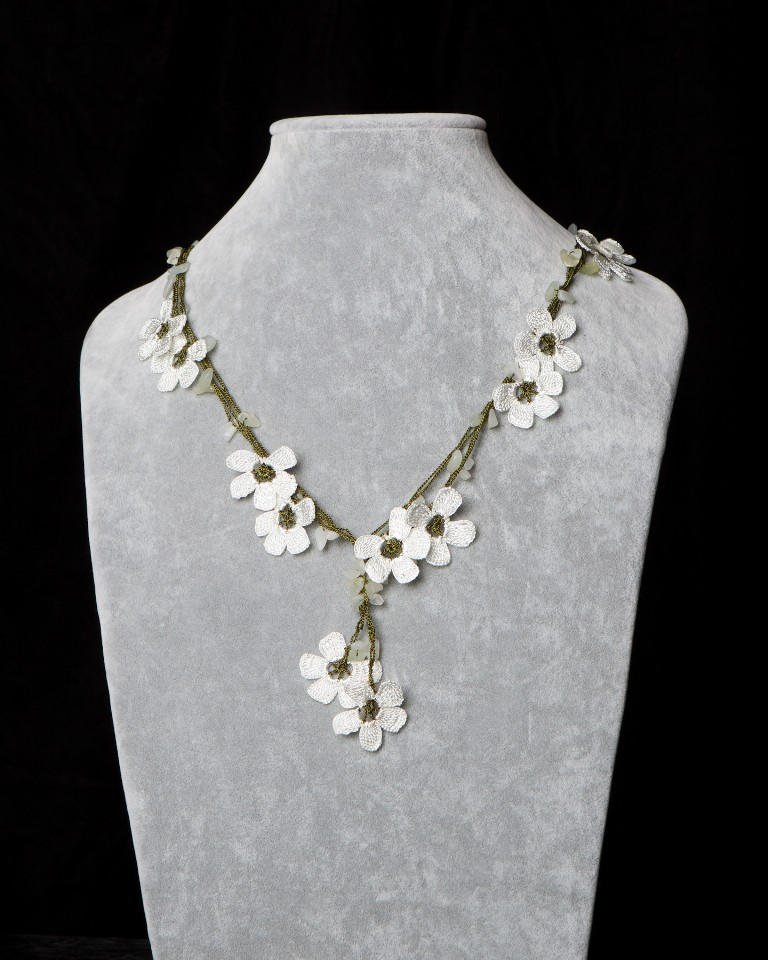necklace_with_pomegranate_motif_-_white_-_256400
