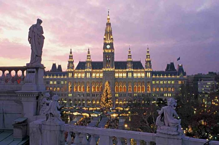 Austria-Vienna-Christmas-Markets-at-night-SML