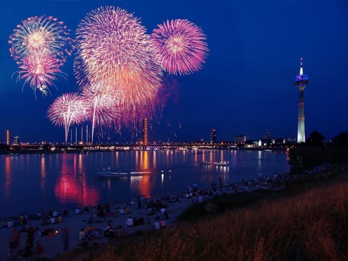 Fireworks_Dusseldorf_Germany