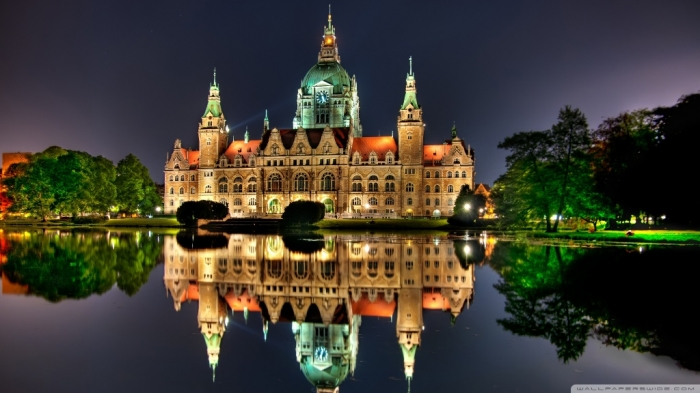 Germany  the-new-city-hall-in-hanover-germany_00439740