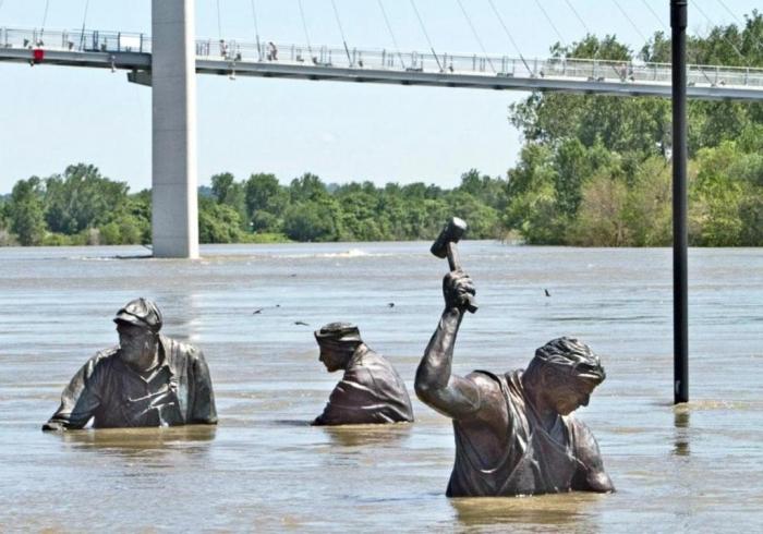 Omaha, Nebraska  01-monument-for-labor-by-matthew-placzek-flooded-in-omaha-ne
