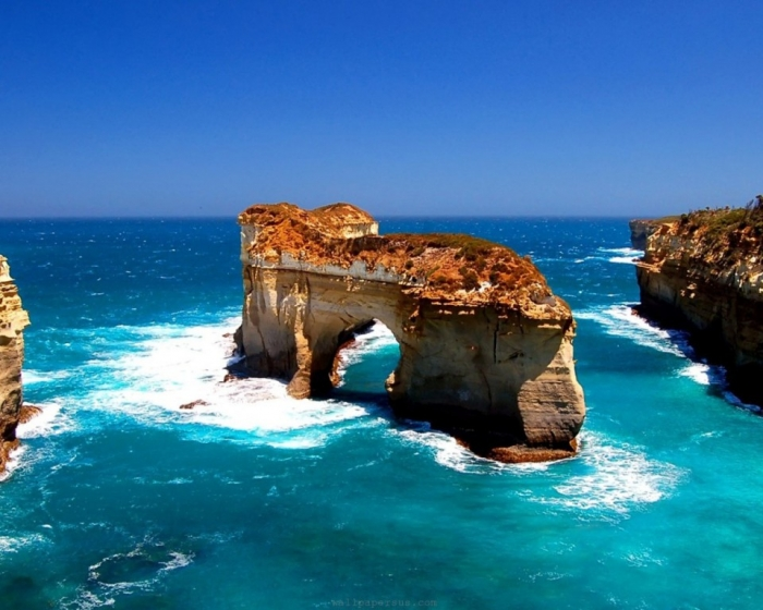 Australia island-archway-great-ocean-road-victoria-australia-1024x1280