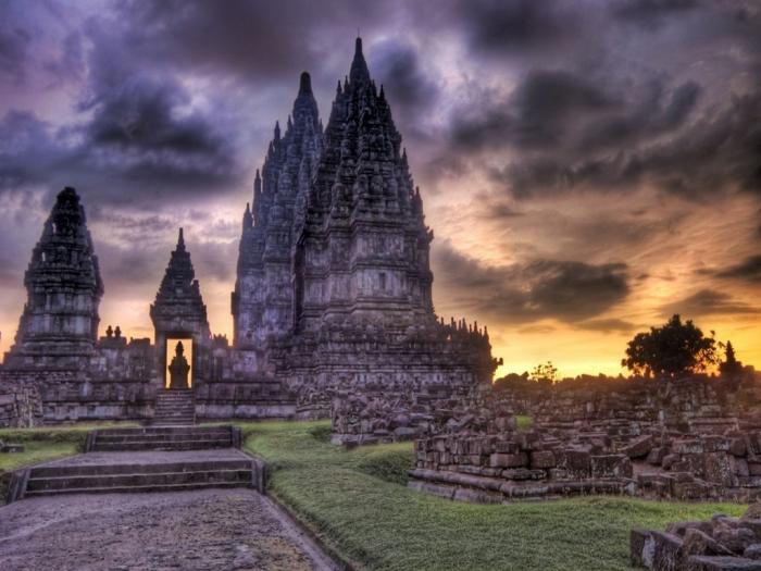 Cambodia clouds_over_cambodia