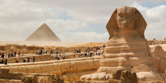 Great_Sphinx_of_Giza_(foreground)_Pyramid_of_Menkaure_(background)._Cairo,_Egypt,_North_Africa