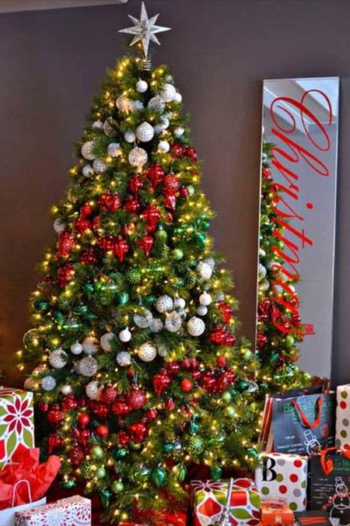 Top 10 hottest christmas trends for 2017 Large decorated christmas trees