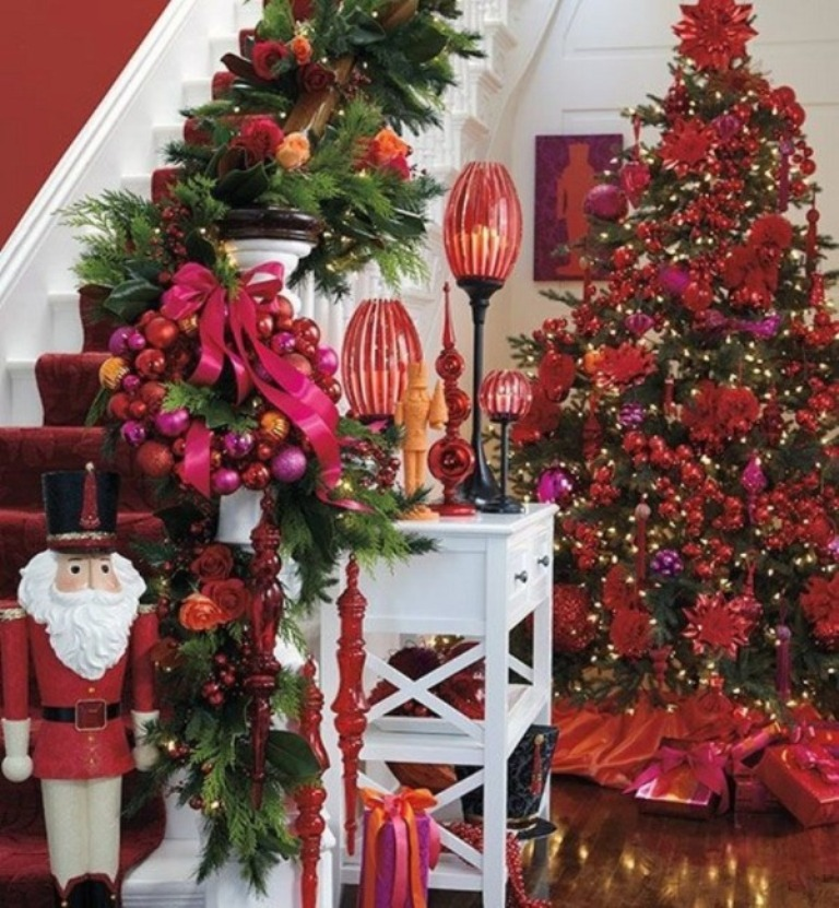 Decorating christmas tree red and gold for Red gold christmas tree decorating ideas