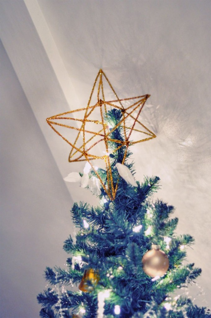 gold-star-tree-topper-DIY-3d-pipe-cleaner-620x933