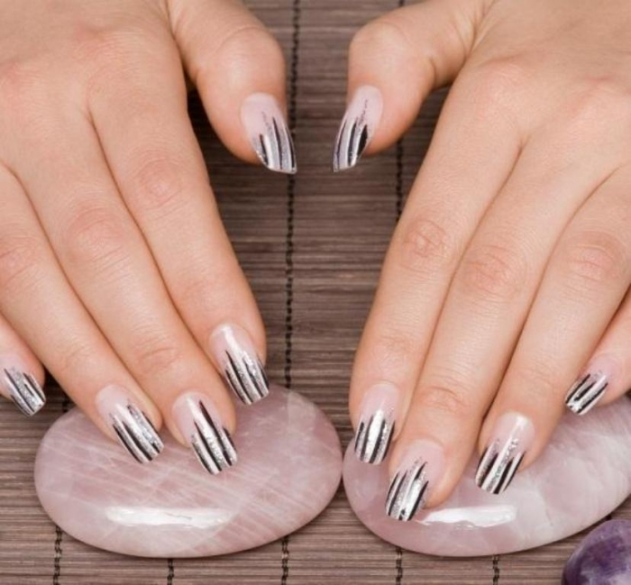 145748-577x535r1-cool-striped-nails