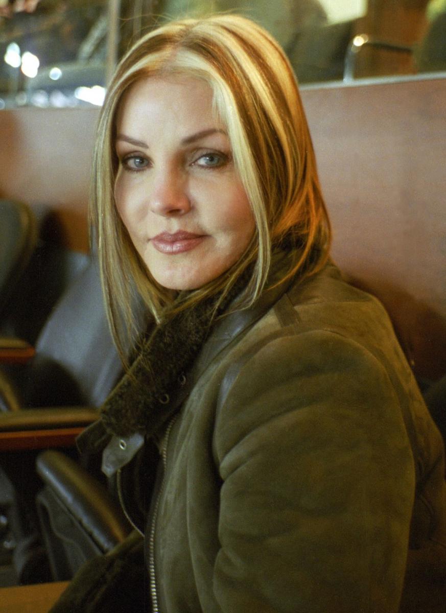2             Priscilla_Presley_(2003)Retouched