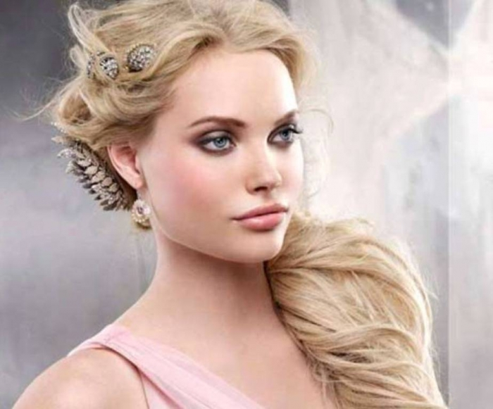 Frizzy-Hair-Stylish-HairStyles-2014-2015-for-Women-And-Ladies-6